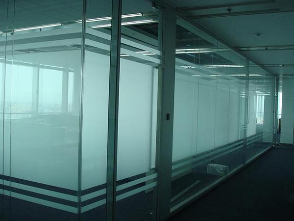 写字楼间隔喷砂钢化玻璃